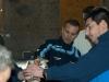 Jean Marc et Mathieu regardent seulement l'étiquette de la bouteille !!!